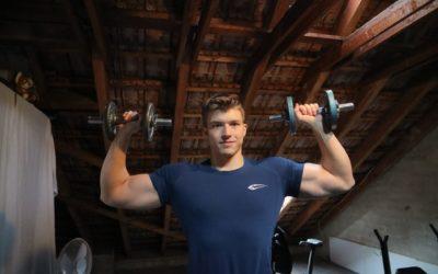 Schulterdrücken mit Kurzhanteln – das solltest du beachten